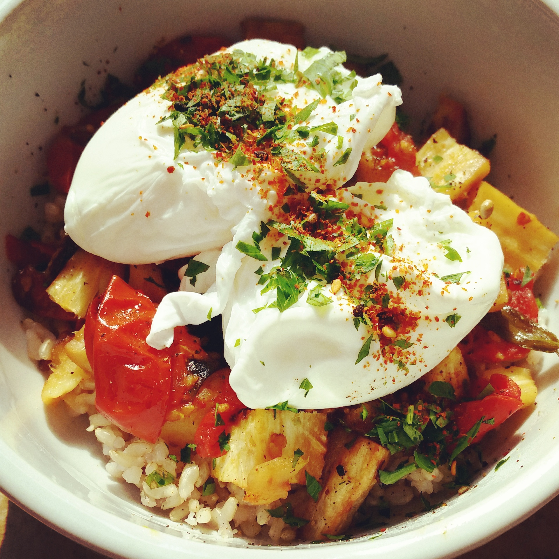 Winter Comfortfood: Poached Eggs & Roasted Vegetable Rice Bowl | Life ...