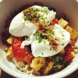 Winter Comfortfood: Poached Eggs & Roasted Vegetable Rice Bowl